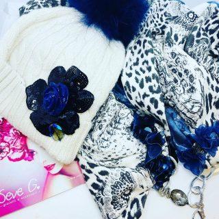 #seveg non voleva iniziare a fare i super cappellini …ma ottobre 2020 ha deciso di farci sentire il freddo … quindi passa a scoprire tutte le nuove creazioni #sciarpe #sciarpagioiello #sciarpacappello #loveseveg #campobasso #freddo #cappello #ponpon #loveseveg
