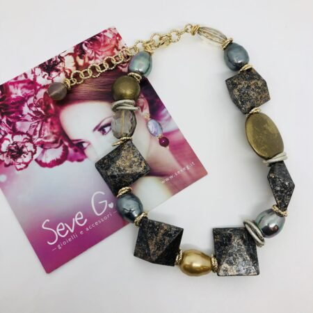 collana grigio, oro, argento, neutra, geometrica
