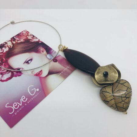 collana rigida con ciondolo in resina legno cuore dorato