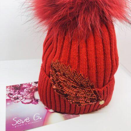 cappello rosso pon pon applicazione perline e paillettes rosse