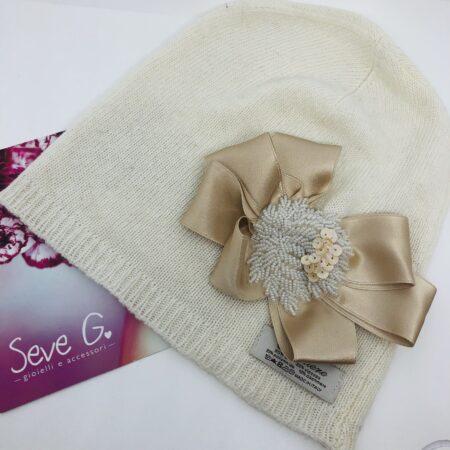 cappello cuffietta fiocco raso perline bianco e panna