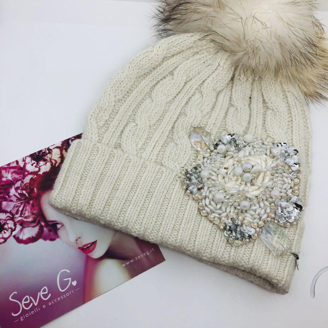 cappello panna applicazione perline paillettes