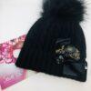 cappello nero pon pon fiocco nero bottone anticato uncinetto