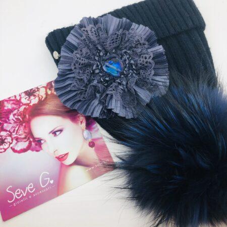 cappello blu pon pon fiore tessuto cristallo