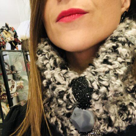 Fascia, lana , grigio, nera , pietre ,strass