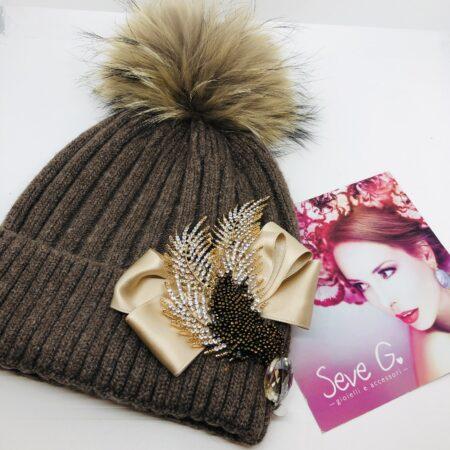 Cappello pon pon, nocciola, raso , strass, foglie , bronzo