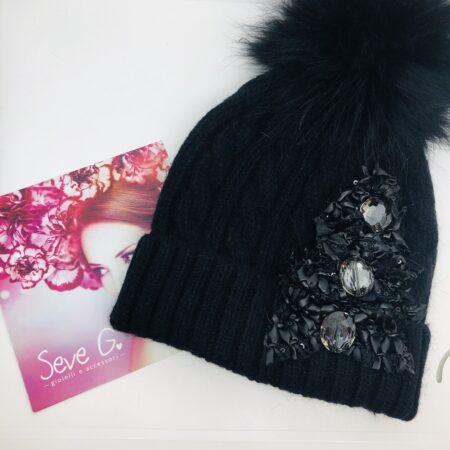 Cappello pon pon nero ecopelle cristalli