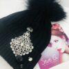 Cappello nero con applicazione luminosa di strass e cristalli